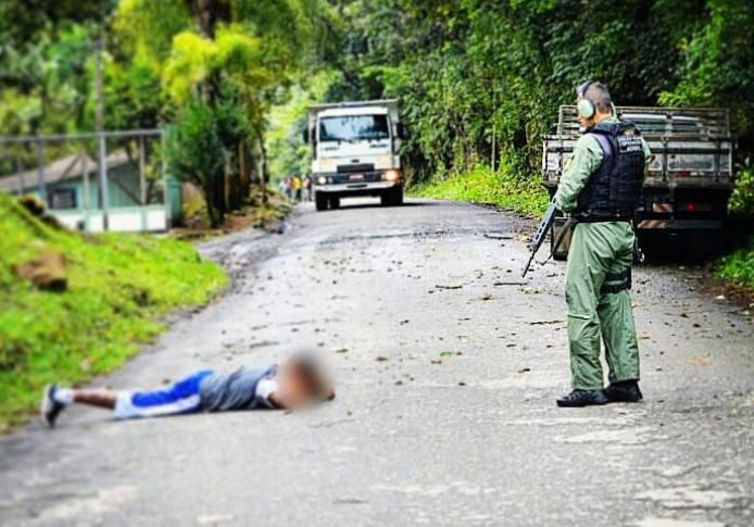 Equipe policial do helicóptero Falcão 03 recupera caminhonete roubada e prende suspeito em Campo Largo, PR