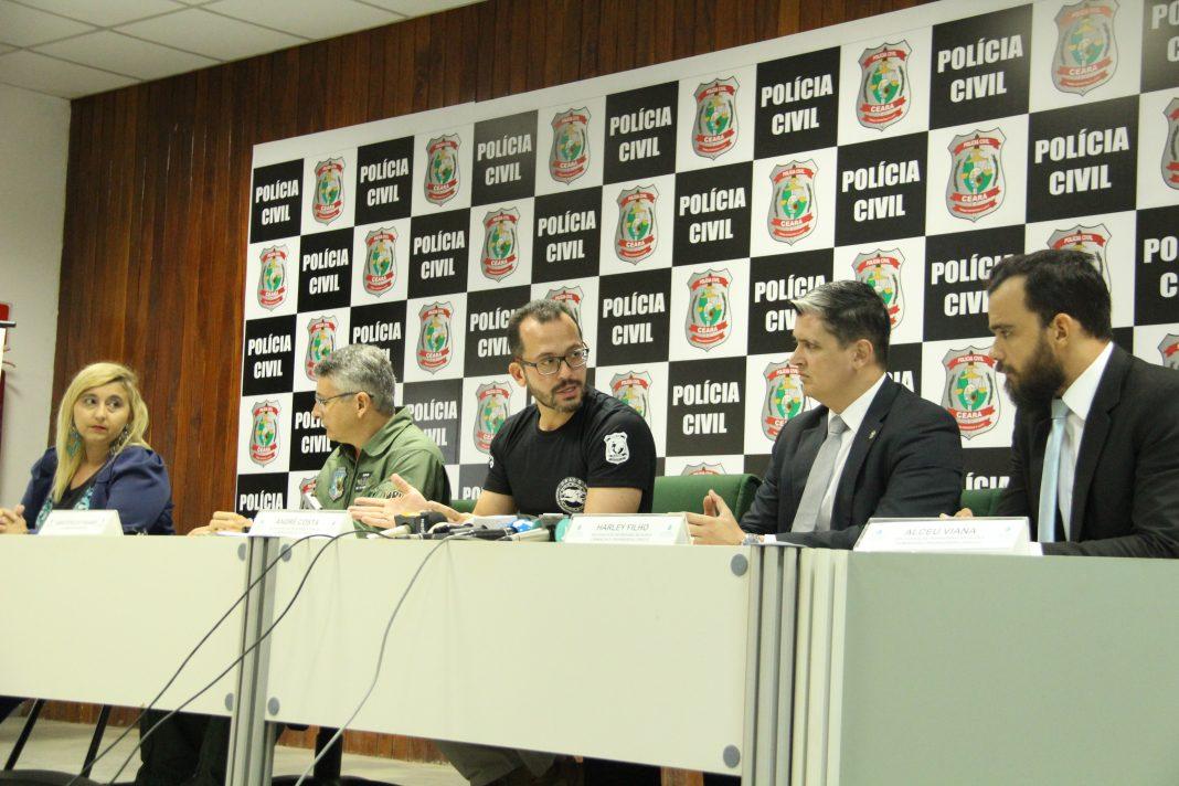 Coletiva de imprensa, nesta sexta-feira (16), no Complexo de Delegacias Especializadas (Code), em Fortaleza.