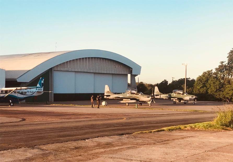 FAB intercepta avião que transportava cerca de 500 quilos de drogas da Bolívia para o Mato Grosso