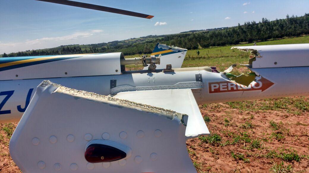 """Helicóptero """"Patrulha 01"""" da PRF faz pouso de emergência após pane de motor e tripulantes passam bem."""