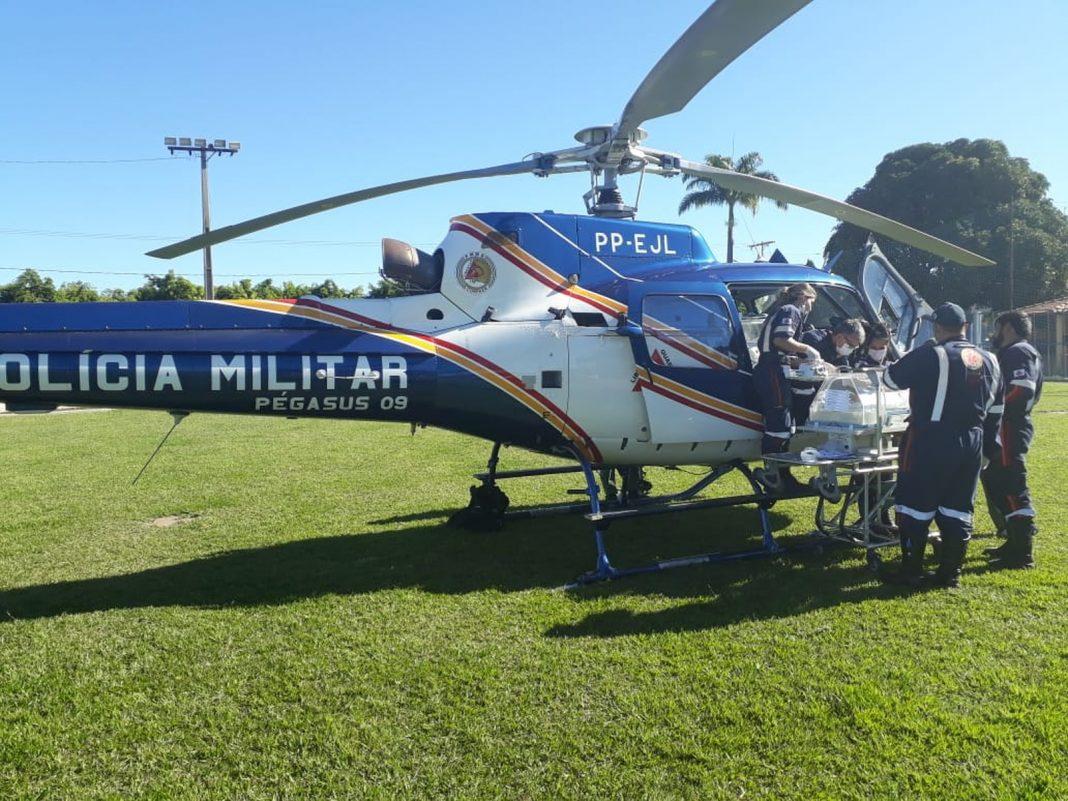 Helicóptero da Polícia Militar buscou recém-nascido na tarde desta quinta (14) em Taiobeiras (Foto: Polícia Militar/Divulgação )