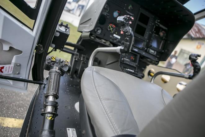 Conheça o helicóptero da PM do Paraná que ajuda a salvar vidas e atua em perseguições policiais