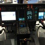 Os pilotos podem a qualquer momento escolher qual imagem será exibida em um dos três painéis de LCD e todas as imagens são gravadas para posterior debriefing ou análise do voo ou da operação.