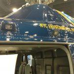 Detalhe da customização do AW119, com luzes de LED para operações de rapel e/ou desembarque a baixa altura.