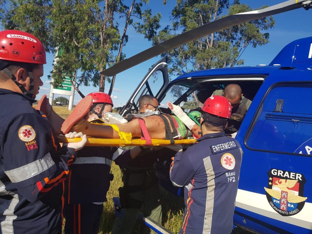 GRAER da PM da Bahia resgata vítima de acidente na BR-242