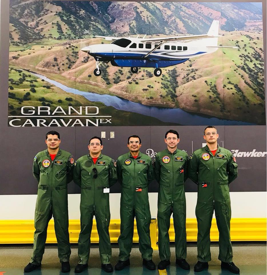 Pilotos que receberam treinamento na Flight Safety International