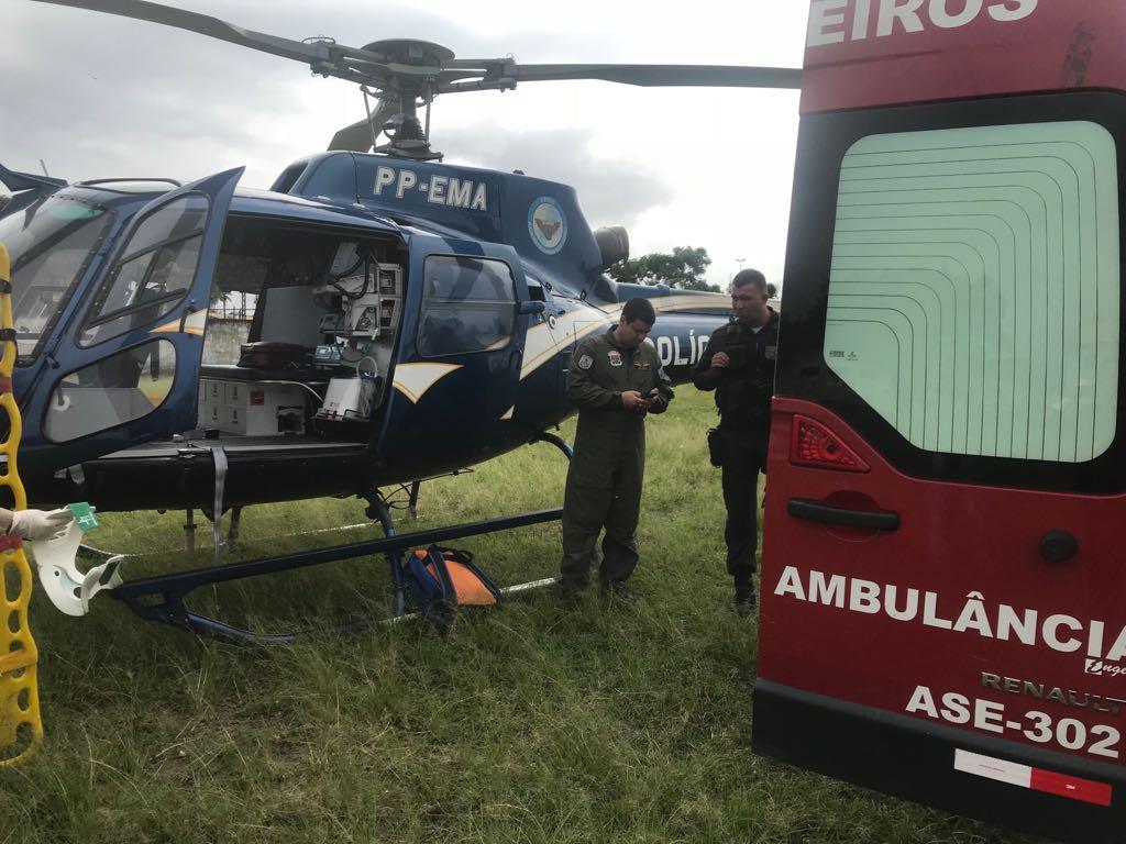 Grupamento Aeromóvel da PM do Rio faz transporte aeromédico de policial ferido em ocorrência