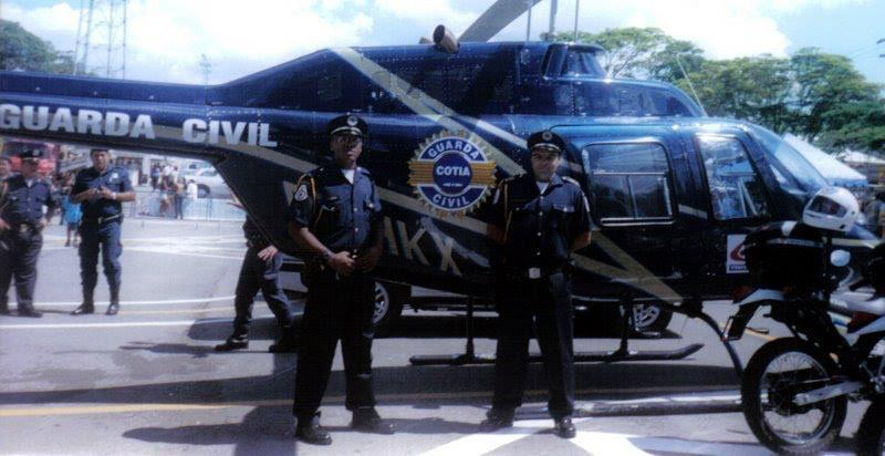 Helicóptero Bell 206 alugado pela Prefeitura de Cotia para uso da GCM em 2009. Foto: GCM de Cotia.