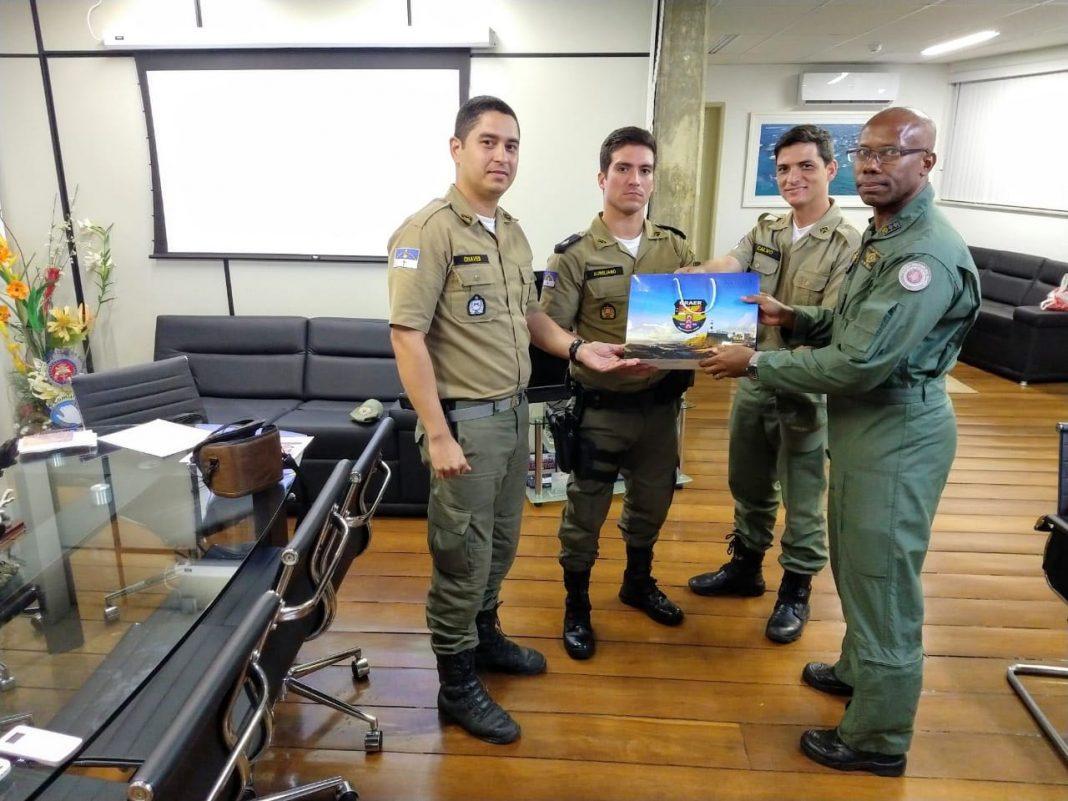 Integrantes da PM de Pernambuco realizam visita técnica ao GRAER da PM da Bahia para conhecer a operação de drones