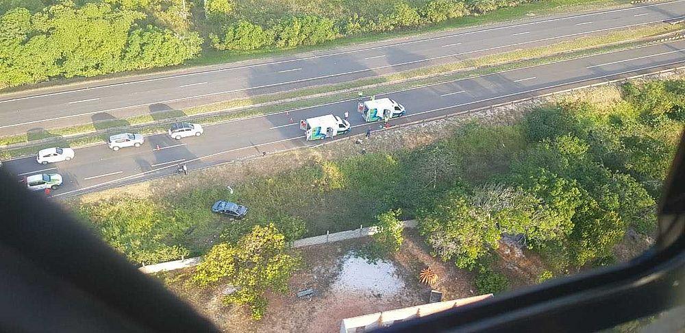 Vítimas de acidente são resgatadas por helicóptero na Linha Verde, BA.