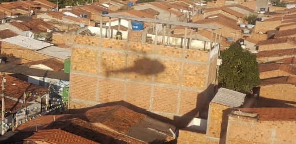 Durante perseguição, homem atirou contra helicóptero da PM (Foto: SSP/ Divulgação)