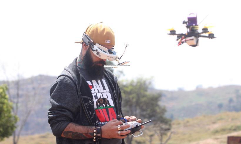 Aumento do uso de drones. Na foto, Carlos Emanuele de Moraes Milone participa de campeonato e manobras com drones (foto: arquivo pessoal )