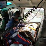 Helicóptero da PM da Bahia transporta vítima de queimaduras de Candeias para Salvador