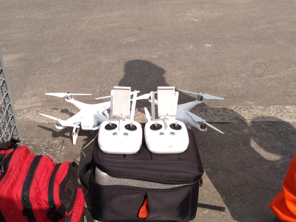 Drones usados pelo Corpo de Bombeiros para verificar detalhes da estrutura do Museu Nacional (Foto: Fernanda Berlinck/ G1)