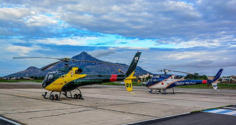 Helicópteros Guará 01 e Pégasus estão na 5ª Base Regional de Aviação, em Governador Valadares — Foto: Leonardo Morais/Prefeitura de Governador Valadares