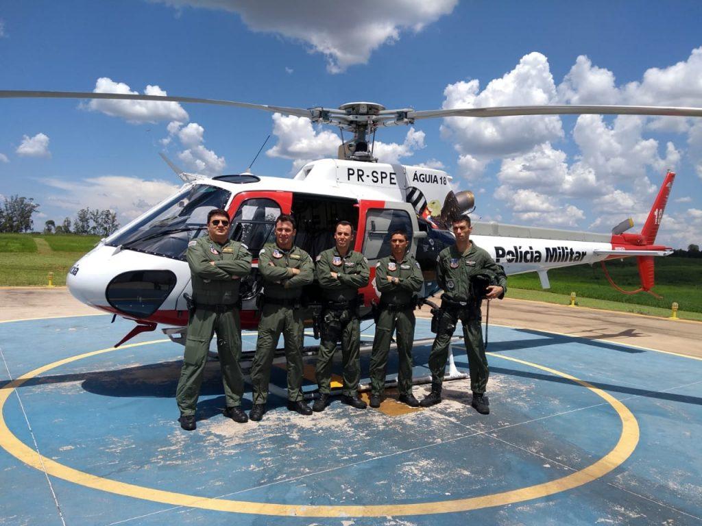O major Edgard, capitão Tomazela e os sargentos Duarte, Pedro (mecânico) e Júlio