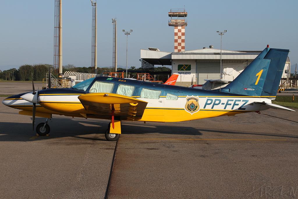 eronave que será doada ao Acre estacionada no aeroporto de Florianópolis, em 2011 (Foto: Jaka Fotografias)