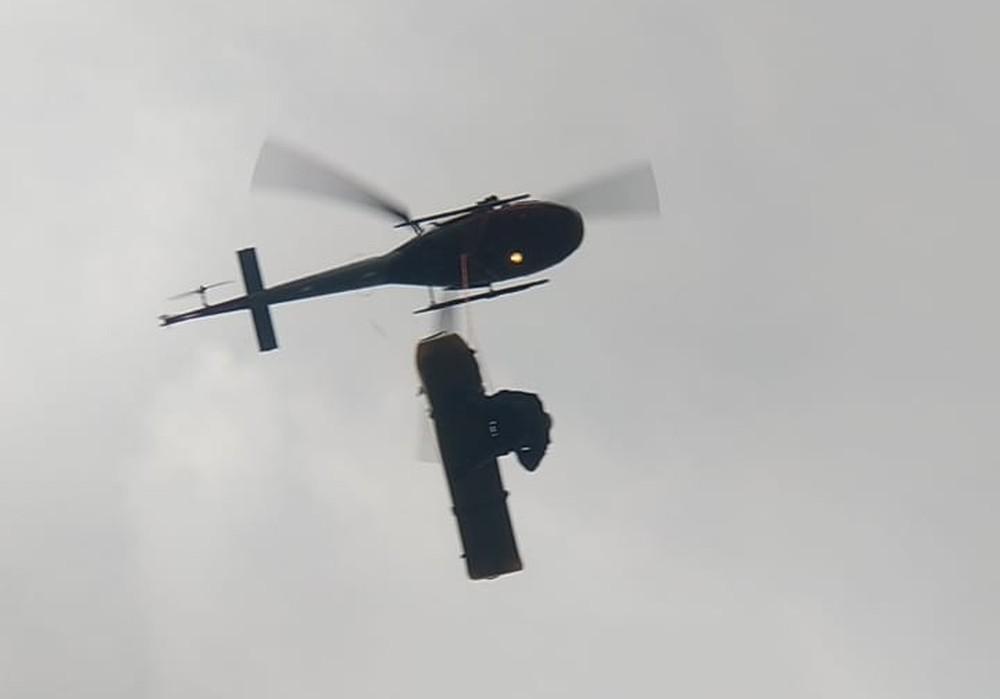 Helicóptero da PM de Sorocaba ajudou no resgate da vítima em Botucatu — Foto: Corpo de Bombeiros/Divulgação