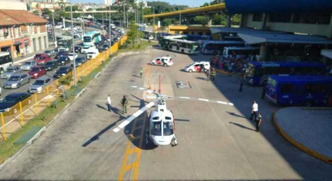 Helicóptero águia, da PM, teve de ser acionado para levar o idoso ao hospital Reprodução redes sociais