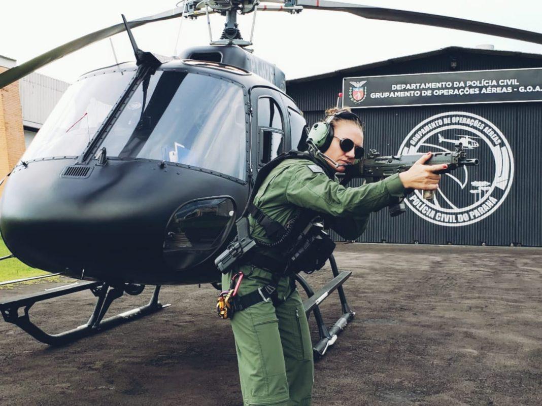 Sete mulheres fazem parte dos grupos de operações especiais da Polícia Civil no Paraná. São cinco lotadas no Centro de Operações Policiais Especiais (Cope), uma no Tático Integrado de Grupos de Repressão Especial (Tigre) e uma no Grupamento de Operações Aéreas (GOA). Bruna Roberta Mayer é uma das integrantes desse elenco e um exemplo de pioneirismo na carreira operacional da instituição.