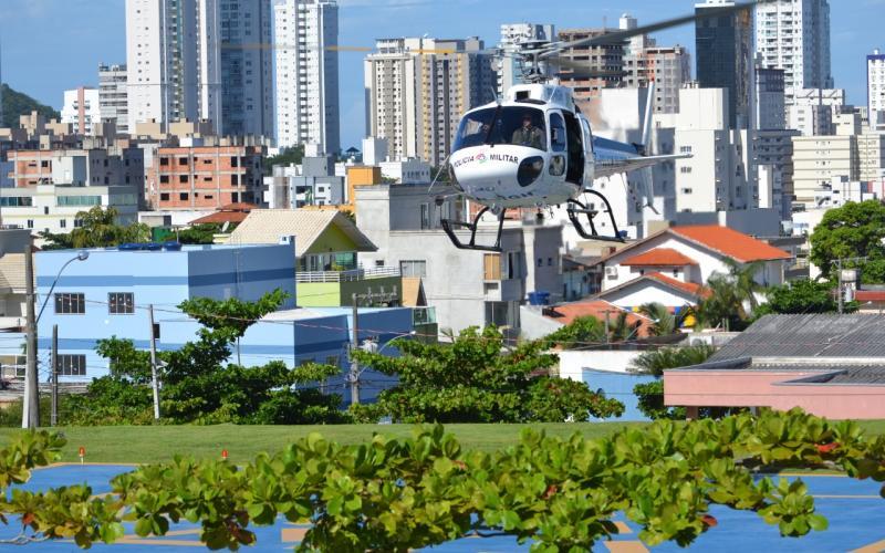 Helicóptero Águia 7 (Foto: Denício Rosa, Divulgação PMSC)