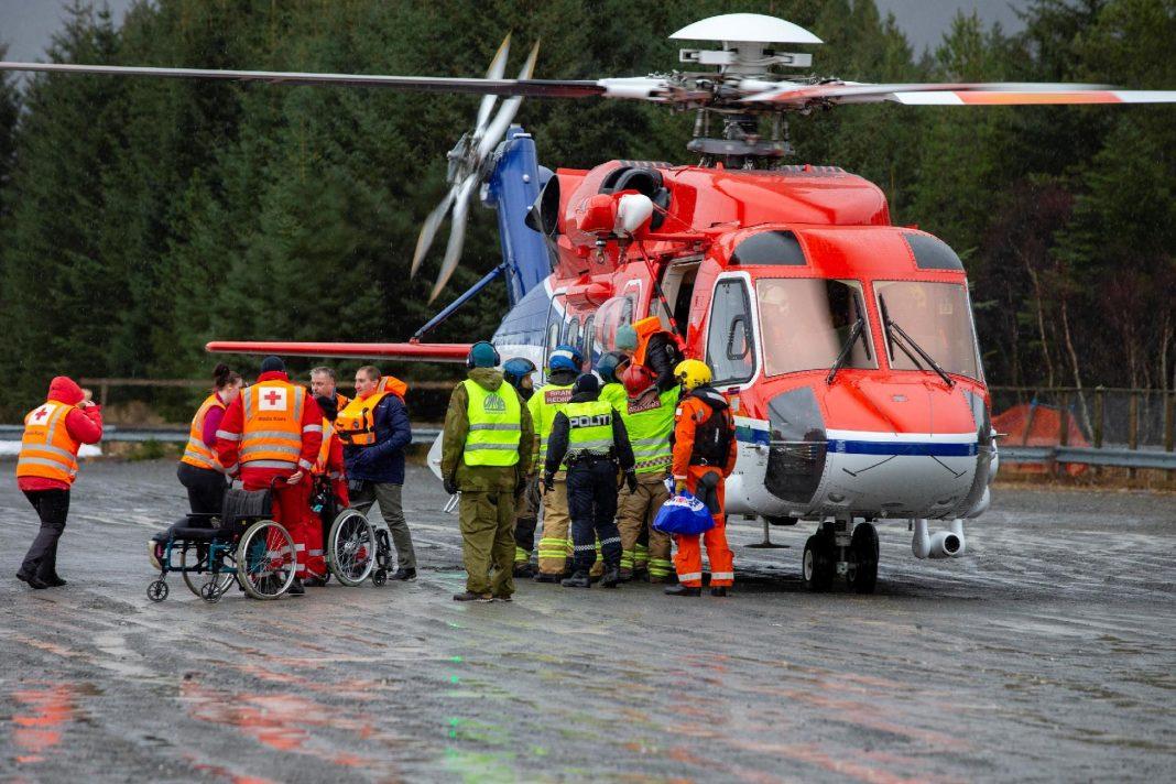 passageiros-de-navio-a-deriva-na-noruega-sao-resgatados-de-helicoptero-1553425808172_v2_1920x1