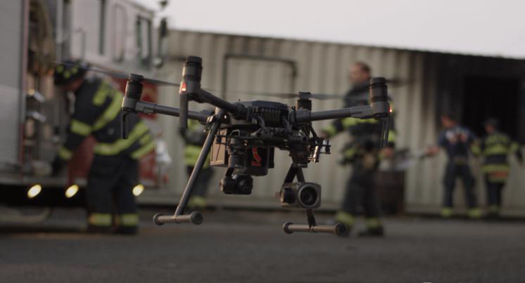 Através do acordo, o LAFD continuará a implantar e testar a tecnologia de drones desenvolvida pela DJI para o atendimento de incêndios e salvamentos. DJI Photo