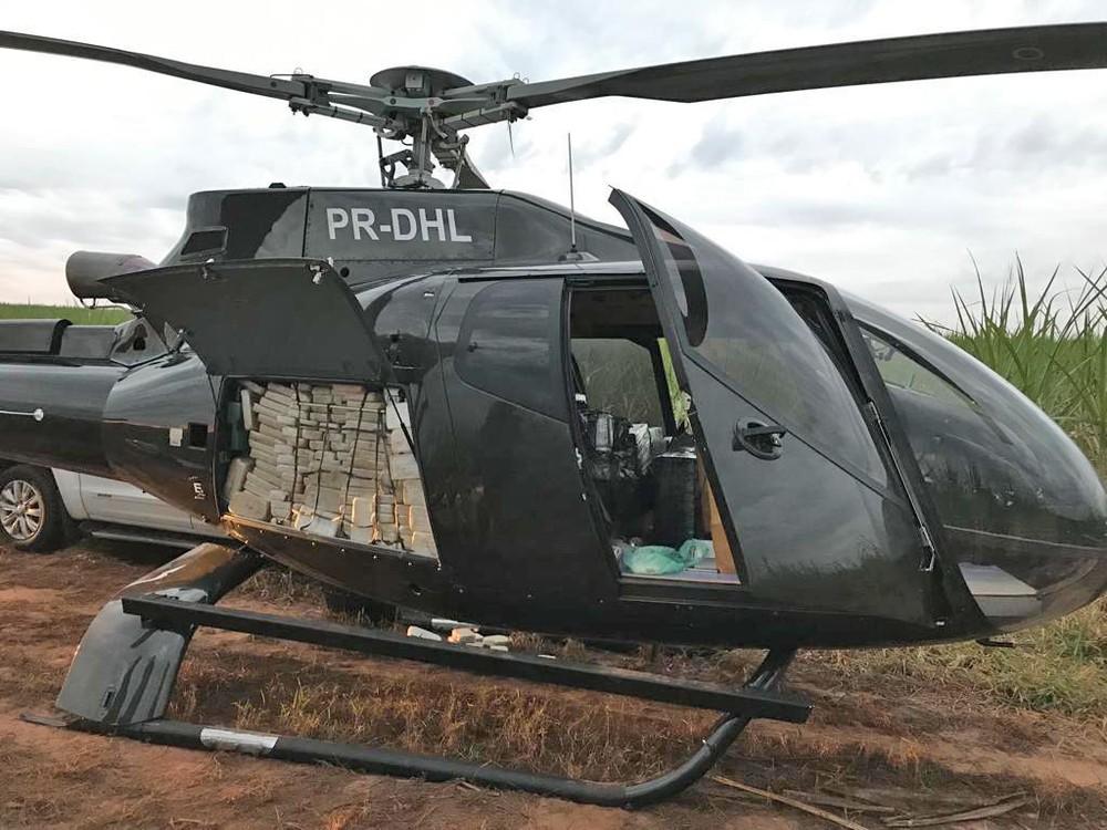 Helicóptero que transportava cocaína é apreendido em canavial em Presidente Prudente, interior paulista — Foto: Divulgação/PF-SP