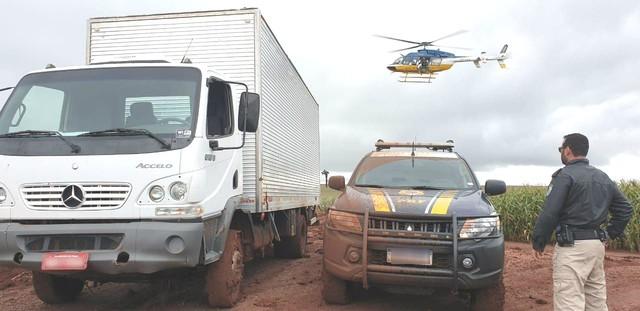 Caminhão foi roubado há dois dias em Guaíra, segundo a PRF — Foto: Divulgação/PRF