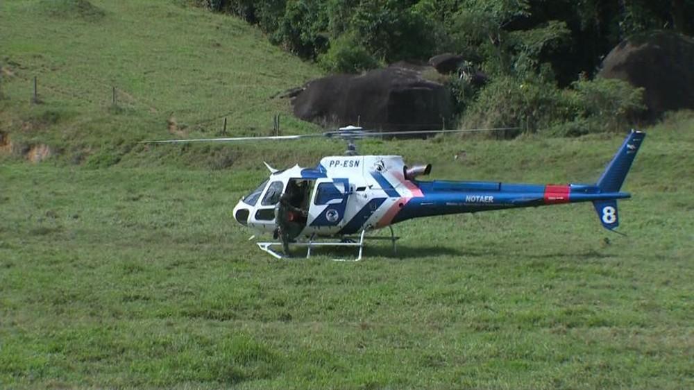 Atleta foi resgatado de helicóptero — Foto: Reprodução/ TV Gazeta