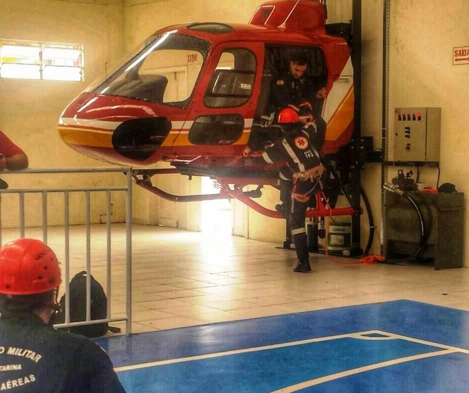 Profissionais do SAMU realizam Curso de Resgate e Transporte Aeromédico para tripularem as aeronaves Arcanjo. Foto: CBMSC.