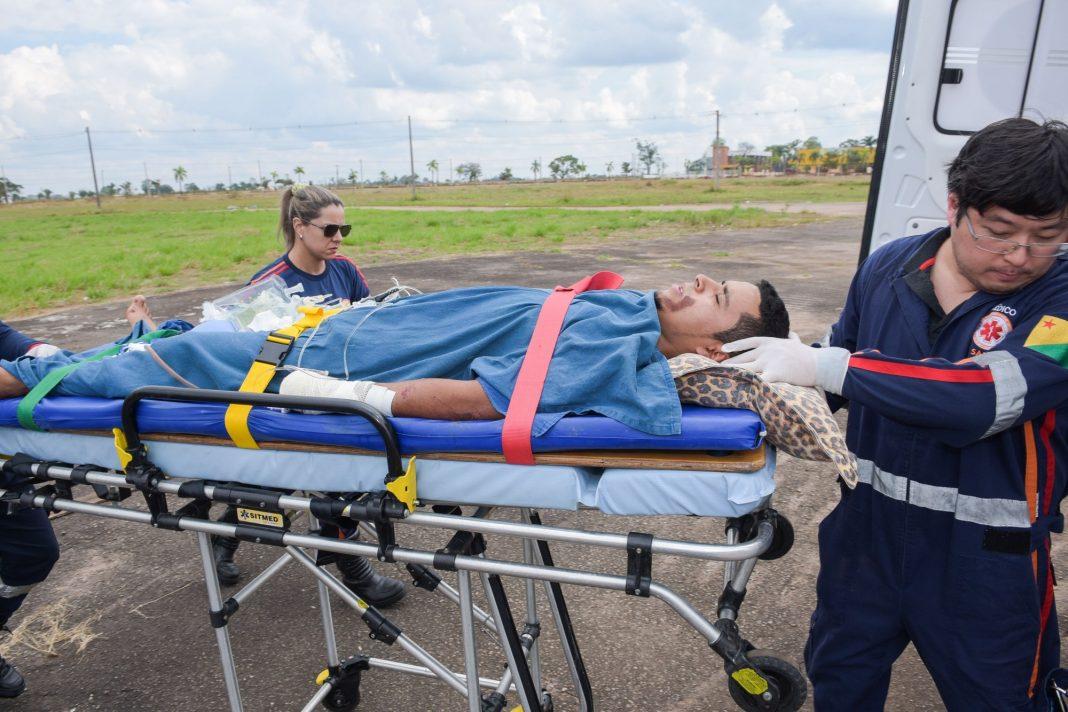 Jovem foi transportado na aeronave do Governo do Estado/Foto: Secom