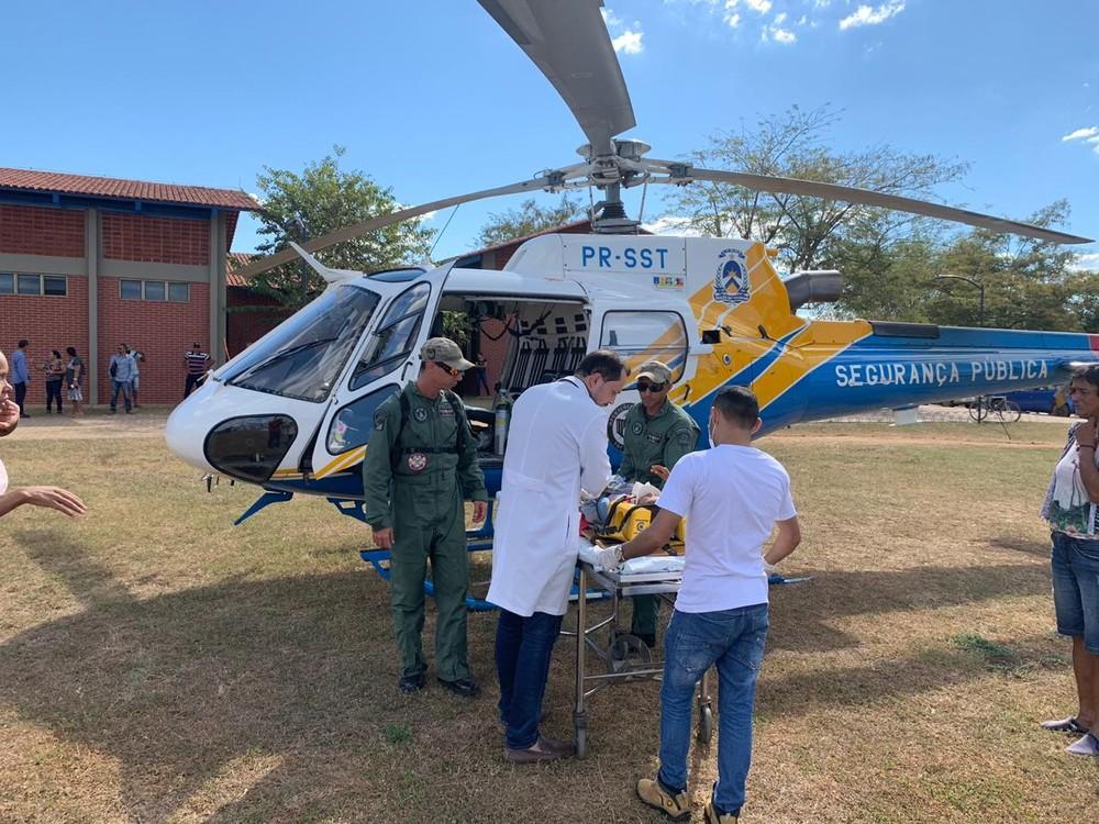 Crianças foram transferidas de helicóptero para Palmas — Foto: Emanuela Medina/Ascom SSP