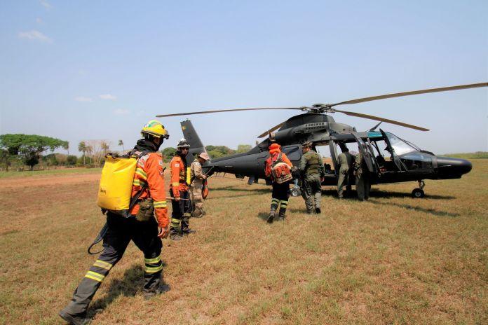 Deslocamento de helicóptero para área de foco demorou cinco minutos; por terra seriam 18 km, grande parte a pé:Foto-Saul-Schramm