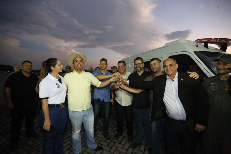 Governador Gladson Cameli, recebeu a aeronave doada pela PRF no aeroporto de Cruzeiro do Sul, no início da noite deste sábado, 31 Foto: Marcos Vicentti