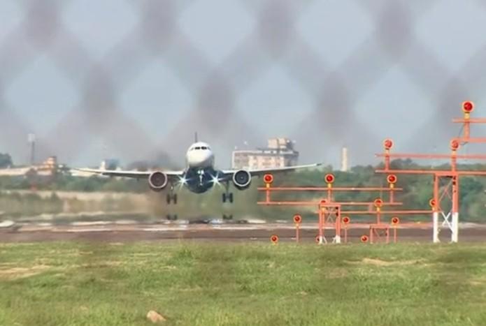 Drone impediu operação no Aeroporto Salgado Filho, em Porto Alegre, em 2018 — Foto: Reprodução/RBS TV
