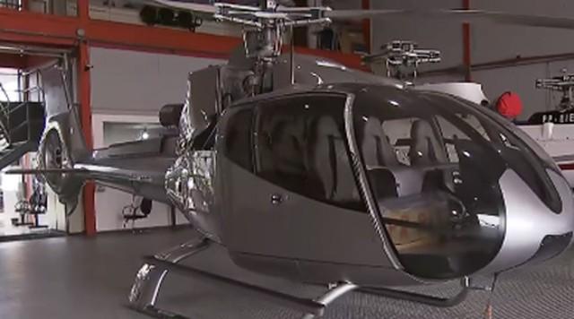 Helicóptero cinza apreendido com o traficante André do Rap — Foto: Reprodução/ TV Globo