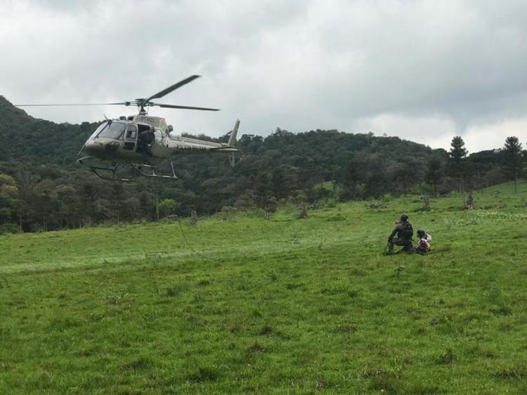 Resgate foi feito com apoio de aeronave(Foto: Polícia Militar de Santa Catarina, divulgação)