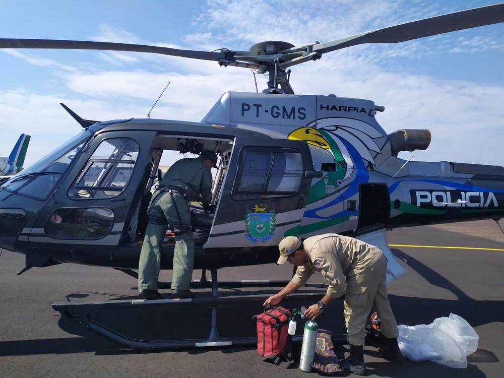 Bebê de 11 meses é socorrido em helicóptero após ser atingido por chave de roda em fazenda de MS — Foto: Corpo de Bombeiros/Divulgação
