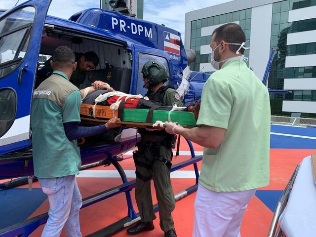 Instrutor paraquedista fica ferido após salto duplo de paraquedas em aeródromo de Salvador — Foto: Divulgação/SSP-BA