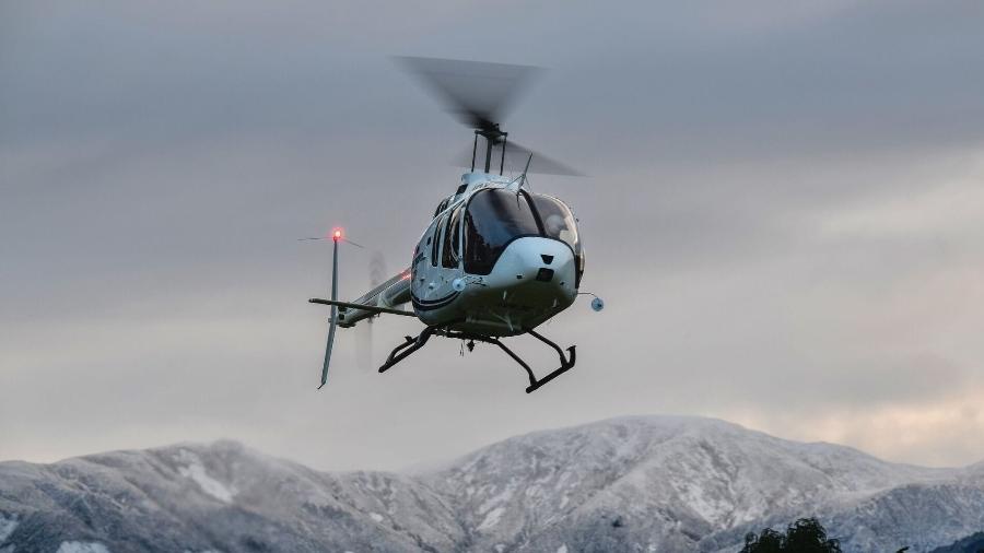 Helicóptero Bell 505 dotado de esquis Imagem: Divulgação/Bell Helicopters