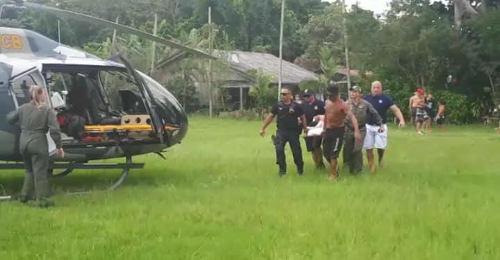 Equipe da Guarda Civil Municipal e a tripulação do Falcão 03 atuaram no atendimento a um morador na Ilha do Mel