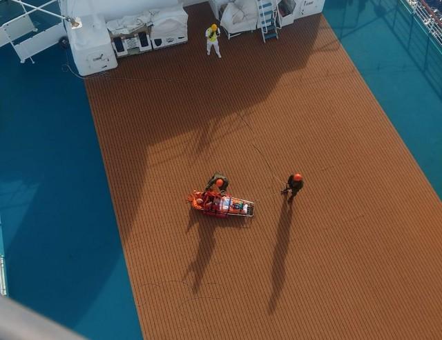 Marinha resgata turista alemã que viajava de cruzeiro para Fortaleza — Foto: Divulgação
