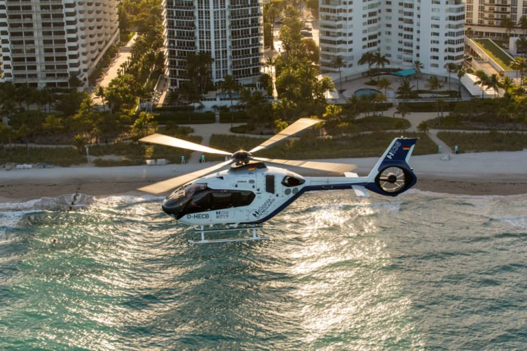 Até o momento, mais de 1.300 helicópteros da família H135 estão em operação em todo o mundo, com mais de cinco milhões de horas de vôo. Foto de helicópteros Airbus