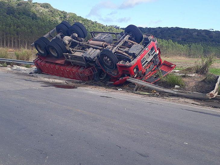 csm_Carreta_tomba_e_motorista_morre_em_acidente_na_Avenida_Cachoeira_do_Meirim_-_Foto_Williames_Tavares_-_Cortesia_ao_TNH1_1b4e7e470e