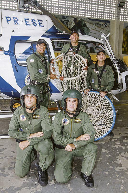 Equipe da Notaer: profissionais arriscam a vida para salvar as pessoas (Foto: Leone Iglesias / AT)