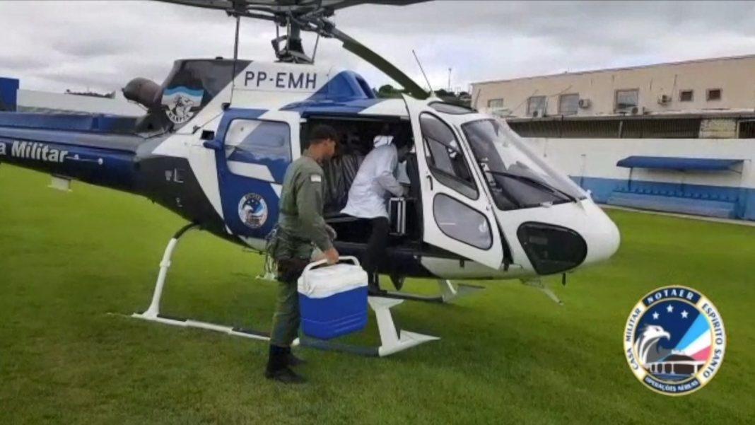 Helicóptero transportou os órgãos de Colatina para Cariacica — Foto: Divulgação/Notaer