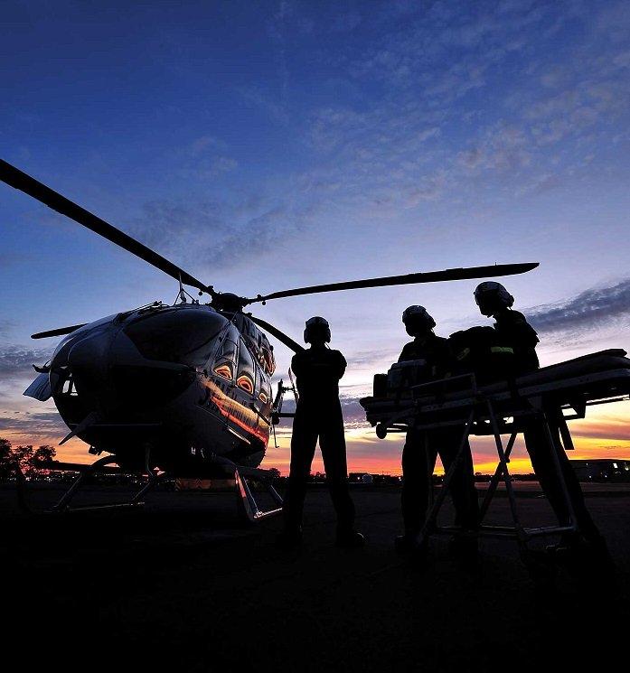 Os programas de ambulância aérea de helicóptero estão adotando novas precauções em resposta à pandemia do COVID-19. Fotos de Mike Reyno