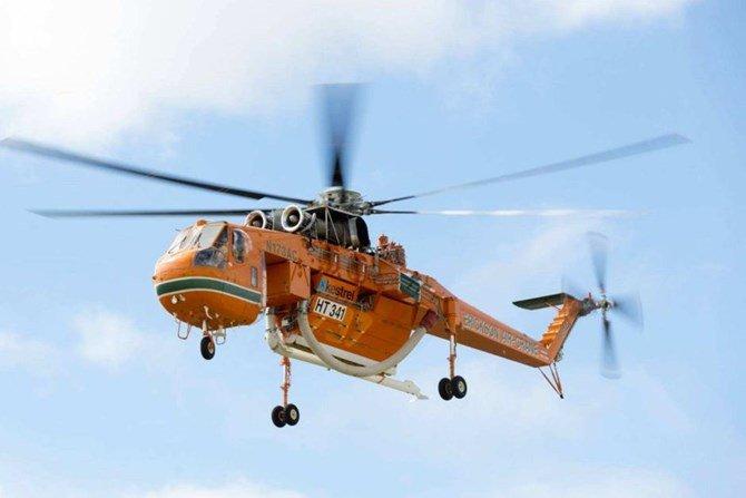 Uma equipe de helicópteros Sikorsky S-64E sobreviveu a uma colisão com a água graças às habilidades que eles aprenderam e praticaram durante o treinamento de fuga subaquática de helicóptero. Foto de ATSB