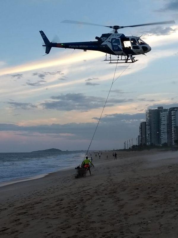 O resgate dos pescadores aconteceu no fim da tarde de quinta-feira (2) em Itaparica (Foto: Divulgação/Guarda-vidas de Vila Velha)